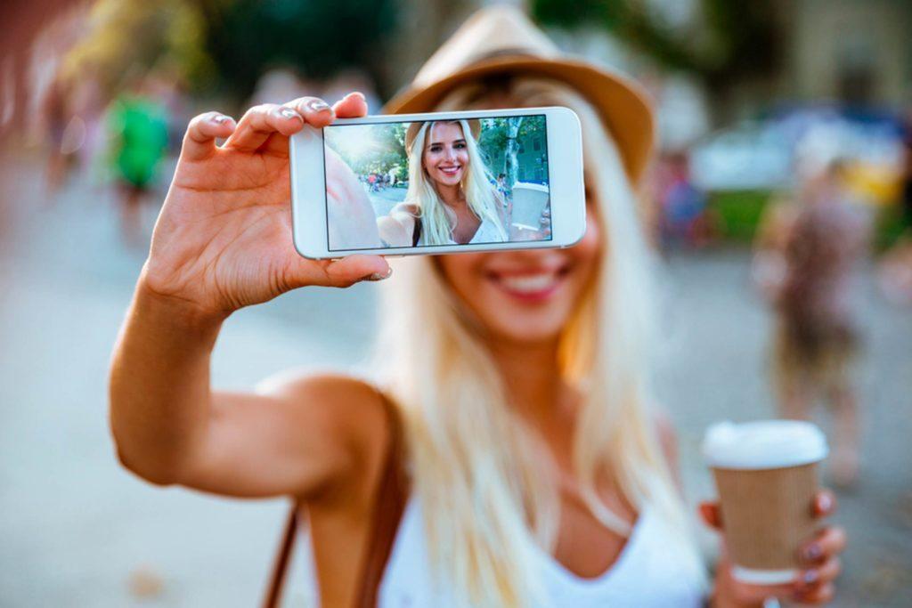 Berikan foto selfie yang sopan dan berkonten agar tidak mengundang hal negatif, ya