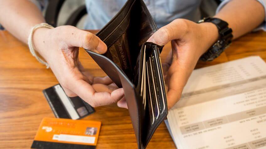 Siapa yang sering memposting keuangan akhir bulan di media sosial