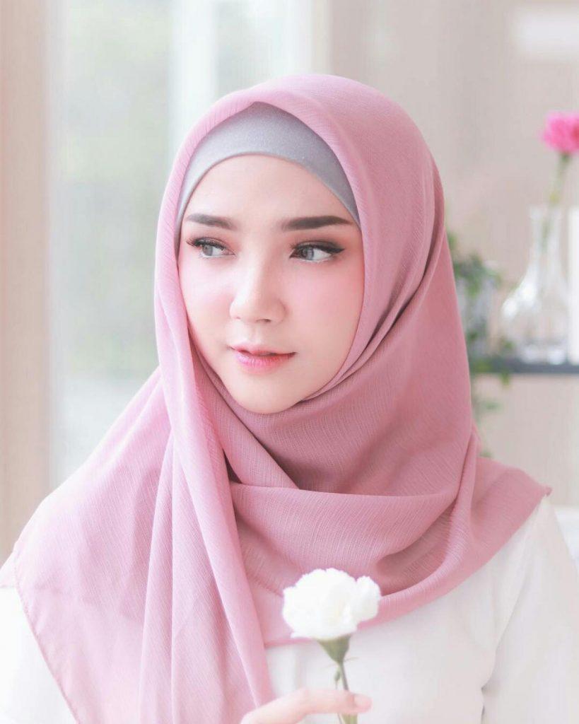 Selebgram Hijab Ayu Indriati