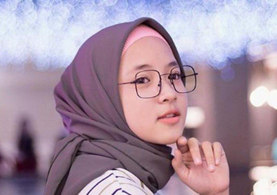 Nissa Sabyan rajin mengunggah tutorial hijab di Tiktok